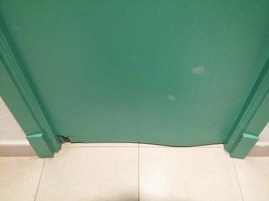 Blue Sea Costa Verde : Puertas destrozadas