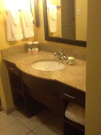 Homewood Suites Shreveport: sink outside of bathroom area