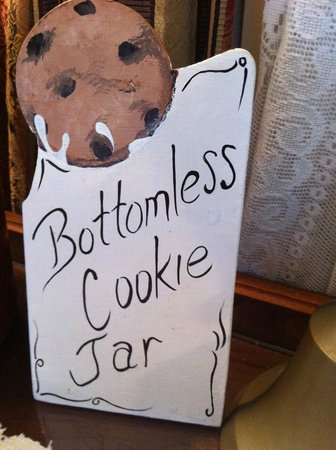 Cedar Key Bed and Breakfast : Alice is serious about the bottomless cookie jar!