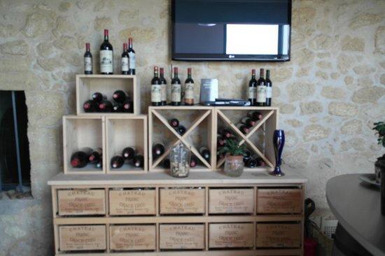 Château Franc Grâce-Dieu : Винный магазин при отеле