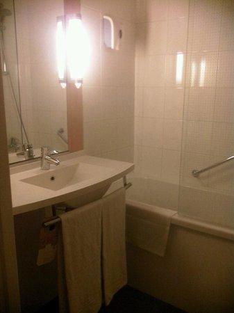 Ibis Brugge Centrum : bathroom