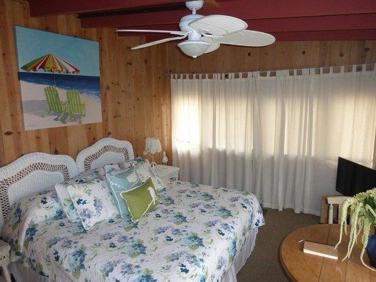 Redwood Hollow - La Jolla Cottages: Beach Haven Bedding