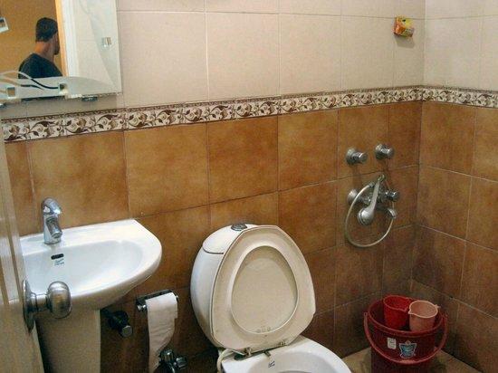 EuroStar International: Clean bathroom