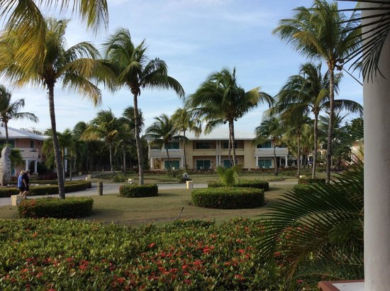 Paradisus Rio de Oro Resort & Spa: Buildings are well spaced, grounds lovely!