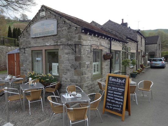 The Three Roofs Cafe: Frontage and outdoor seating