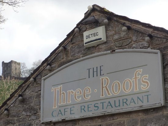 The Three Roofs Cafe: Sign and Peveril Castle