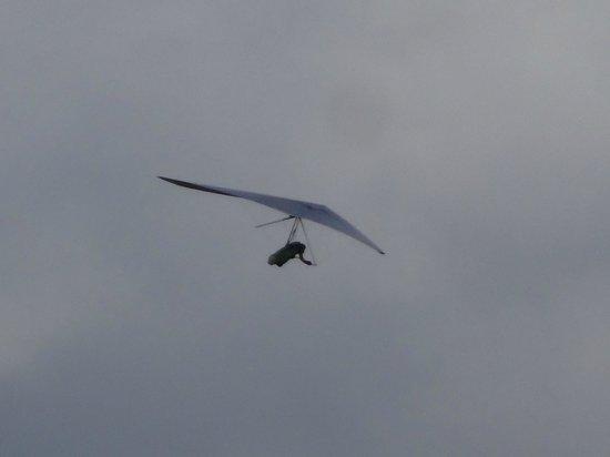 Ridge Walk Mam Tor to Losehill: Hang glider over Mam Tor