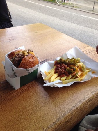 Burgermeister: Cheese burger and chilli fries
