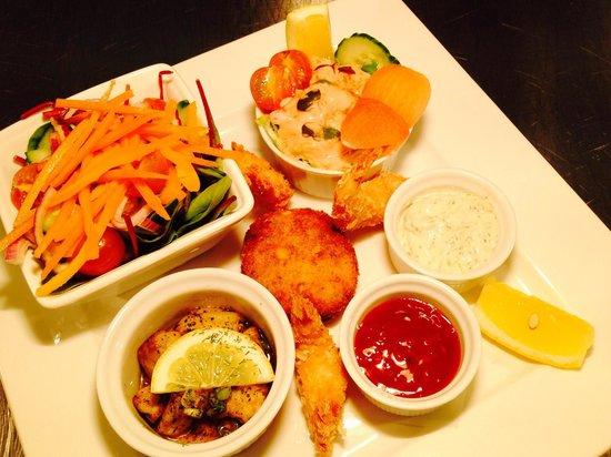 The Cross Keys Restaurant Stow: Seafood platter