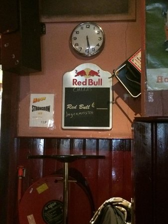 Hostel Meeting Point : Part of the bar.