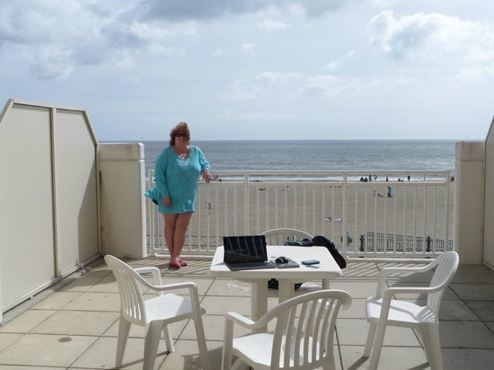 SpringHill Suites Virginia Beach Oceanfront: Very spacious balcony for rooms on 2nd floor.