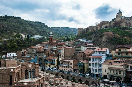Tiflis Palace Hotel: Вид с балкона номер делюкс 4 этаж