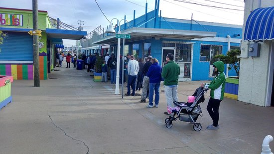 Britt's Donut Shop : Britts Line 15 minutes after opening