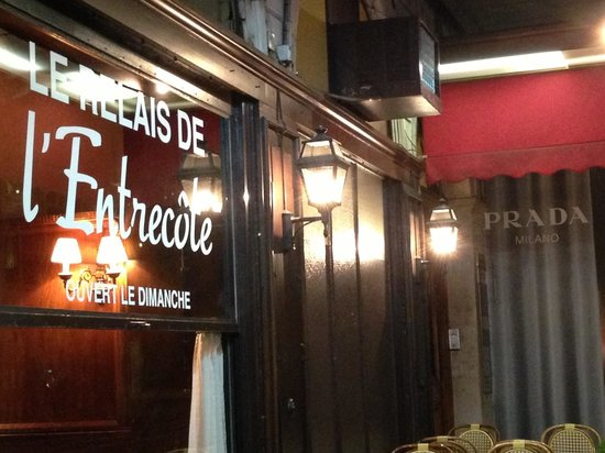 Le Relais De L'Entrecote : Outside