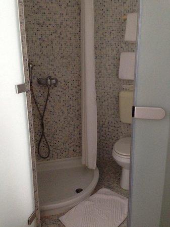Hotel Emonec: Even simpler bathrooms