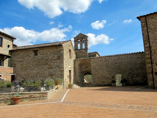 Castel Monastero: Hotel & grounds