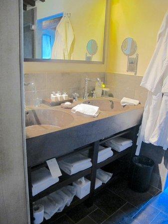 Castel Monastero: Bathroom