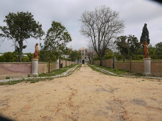 Pousada Palacio Estoi: View from the end of the old approach