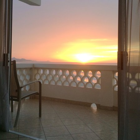 Casa Costa Azul Boutique Hotel : Sunrise from our balcony.