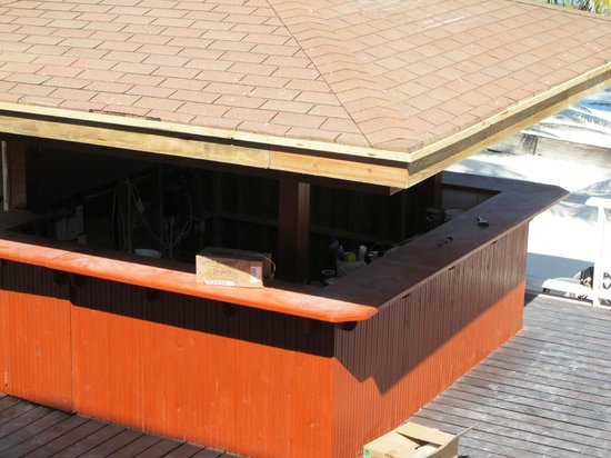 Ocean Tide Beach Resort: Bar em obras