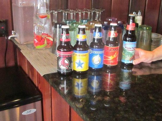 Brewery Gulch Inn: Beer selection in evening