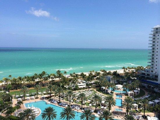 Fontainebleau Miami Beach : Balcony view of Miami Beach