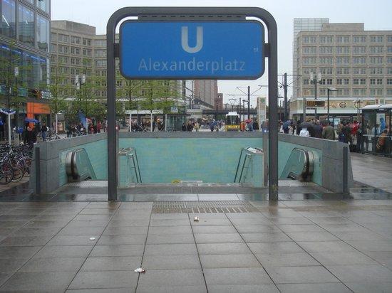 Park Inn by Radisson Berlin Alexanderplatz: Park Inn - Accès privilégié à divers transports en commun