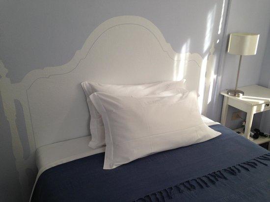 B&B Il Giardino del Pettirosso : Particolare del letto di una delle stanze