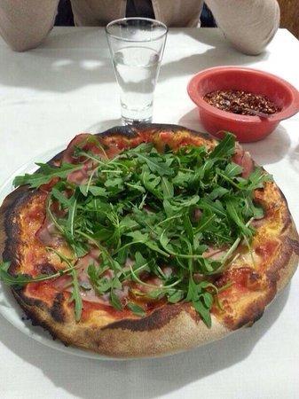 Pizzeria Lo Scugnizzo: Speck e 1kg di rucola :)