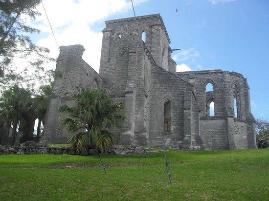 Unfinished Cathedral : A igreja tôda
