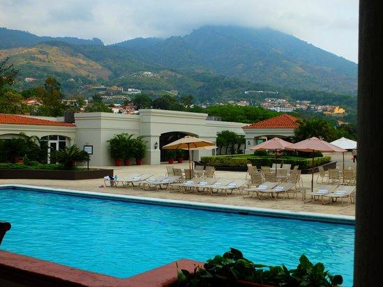 Crowne Plaza Hotel San Salvador: View form the restaurant patio