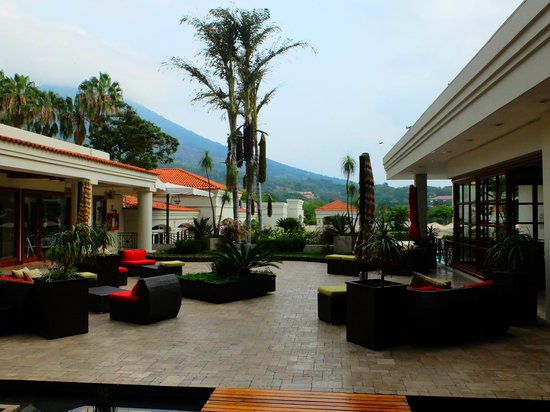 Crowne Plaza Hotel San Salvador: Sun patio