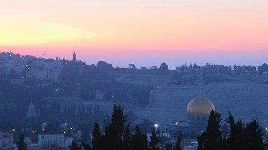 Notre Dame Guest House: Sunrise over Jerusalem - Roof of Notre Dame Jerusalem Center