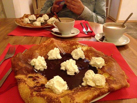 Creperia St Jacques: crepe chocolate y nata