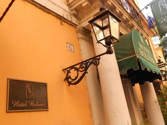 Comfort Hotel Bolivar: Hotel Entry