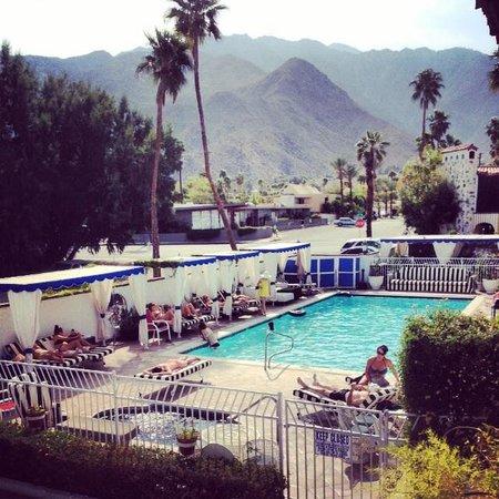 Mediterraneo Resort: Pool scene