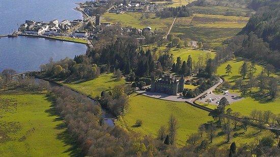 Inveraray Castle: So beautiful,  follow the blue arrows