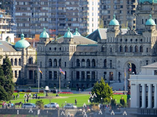 Delta Victoria Ocean Pointe Resort & Spa: Parliament buildings in the day time