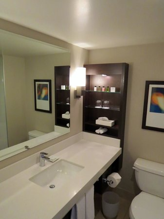 Delta Hotels by Marriott Victoria Ocean Pointe Resort: Bathroom
