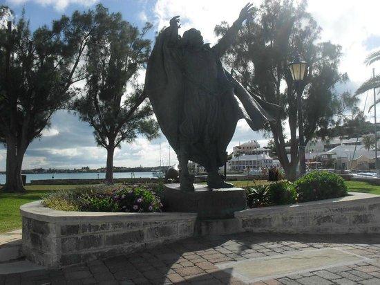 Ordnance Island : Estátua St. George