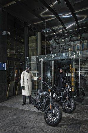 Hotel Urban: Doorsman!!! ;-)