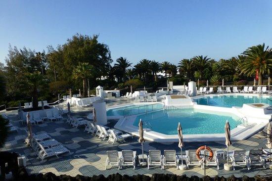 Relaxia Olivina: Vue sur la piscine animée depuis l'appart