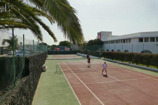 Relaxia Olivina: L'hôtel et son terrain de tennis