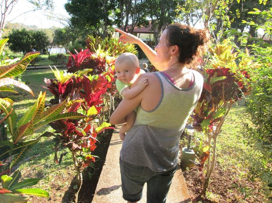Rincon de la Vieja Lodge : Henry and his mom explore the premises