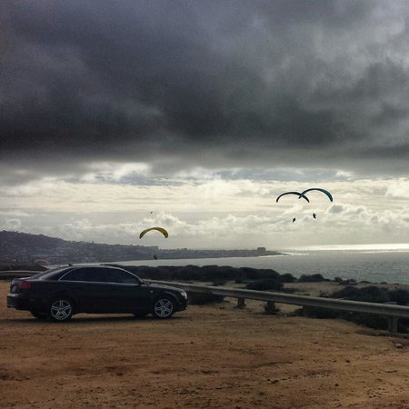 Torrey Pines Gliderport: audi at the gliderport