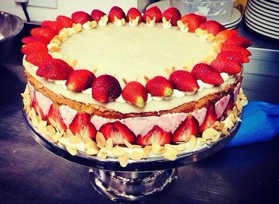 Rowley's: Strawberry gateaux