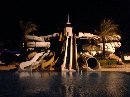Titanic Beach Lara Hotel: Water slides by night!