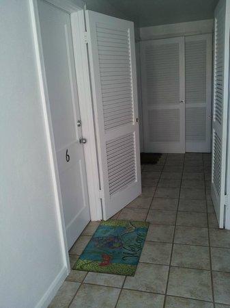 Coral Resort Condominiums: Hallway to condo