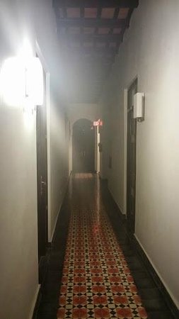 La Terraza de San Juan: Hallway to room