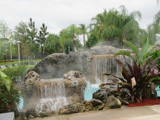 Hilton Orlando: waterfall